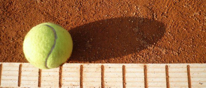 tennisball-auf-dem-tennisplatz-1